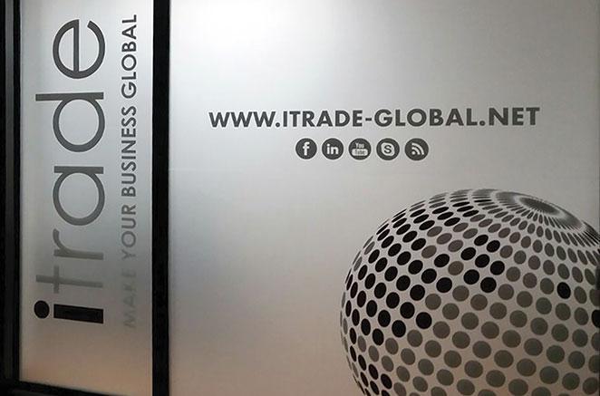 Vetrofanie personalizzate - Pellicole protettive - Vetrine negozi e attività commerciali a San Donà di Piave